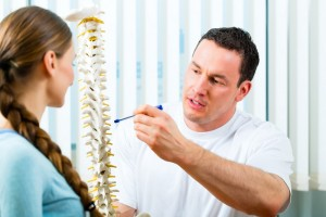 Physiotherapist in his practice, he explains a female patient th